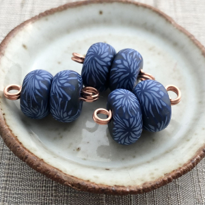 Chrysanthemum Pair Disk Beads - Navy