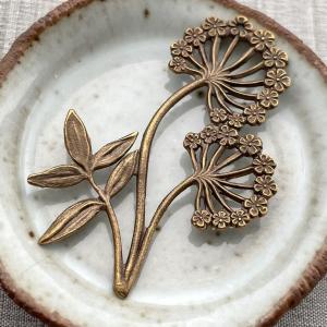 Queen Annes Lace Pendant - Brass