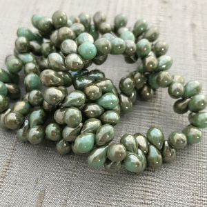 5x7mm Drop Tea Green with a Metallic Picasso Finish